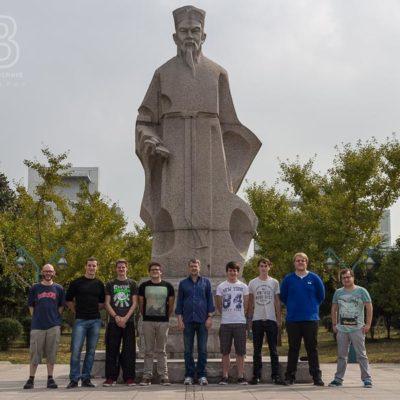 Exkursion China, Tag 2: Führung über das Campusgelände, Gruppenfoto Foto: Patrick Beuchert / www.patrick-beuchert.de