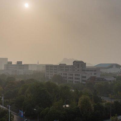 China Exkursion FHWS nach Huzhou: Blick aus dem Zimmer, Smog über Huzhou Foto: Patrick Beuchert / www.patrick-beuchert.de
