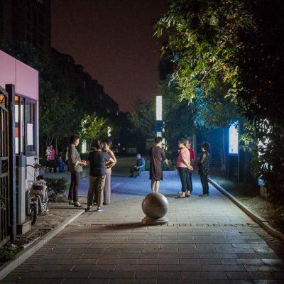 China Exkursion FHWS nach Huzhou: Bewohner auf den Straßen am Abend Foto: Patrick Beuchert / www.patrick-beuchert.de