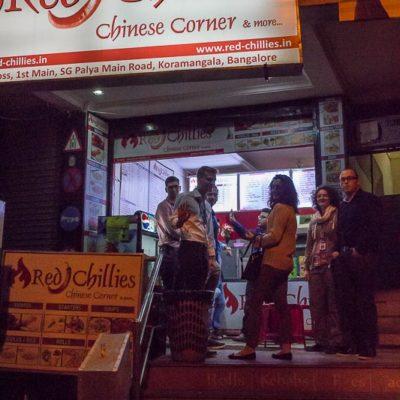 IGP 2016 Indien Exkursion der FHWS in Bangalore: Abendsnack in Bangalore bei NachtFoto: Patrick Beuchert / www.patrick-beuchert.de